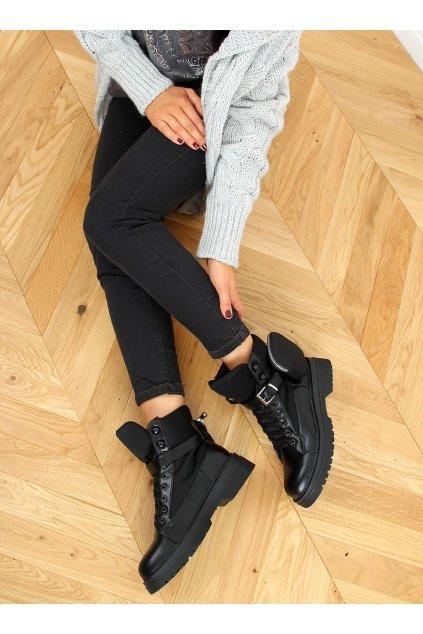 Dámske členkové topánky čierne na plochom podpätku A9876
