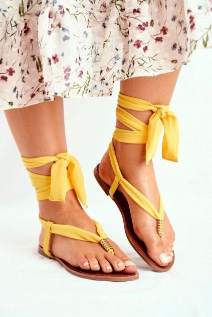 Dámske sandále s plochou podrážkou farba žltá kód obuvi P-1081 YELLOW
