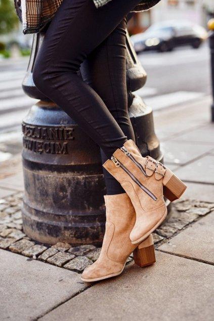 Členkové topánky na podpätku farba hnedá kód obuvi A5710-63 BEIGE