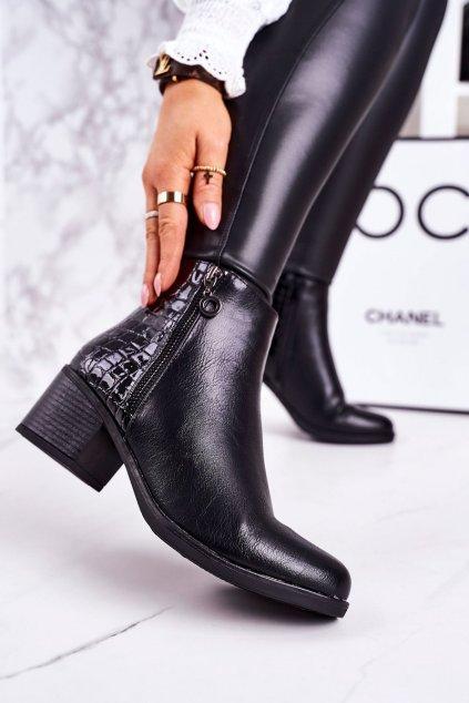 Členkové topánky na podpätku farba čierna kód obuvi A8215 BLACK