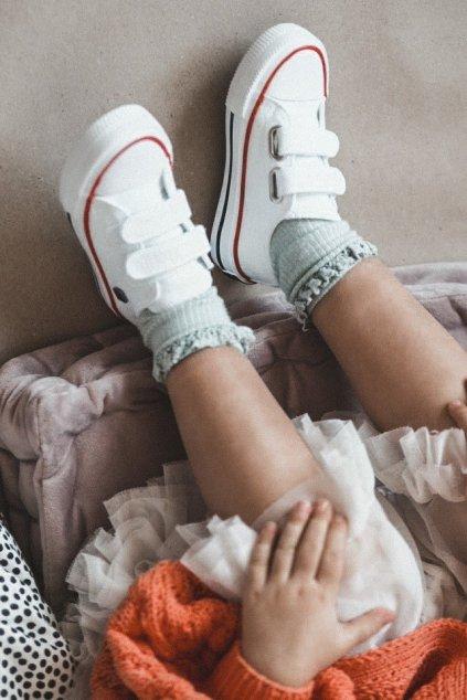 Detské tenisky farba biela kód obuvi HH374095 WHITE