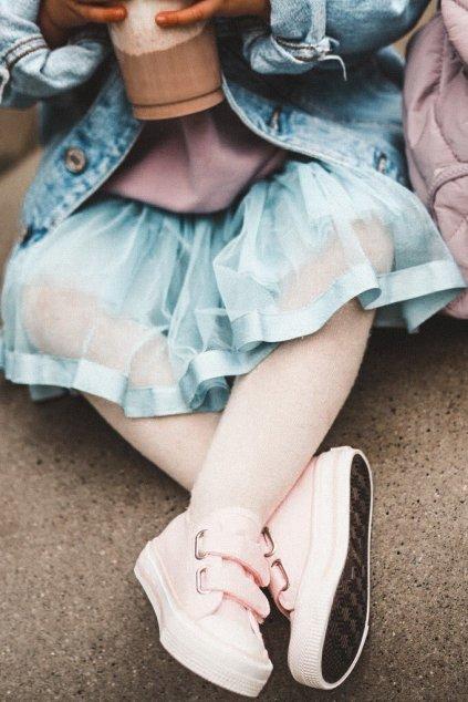 Detské tenisky farba ružová kód obuvi HH374099 PINK