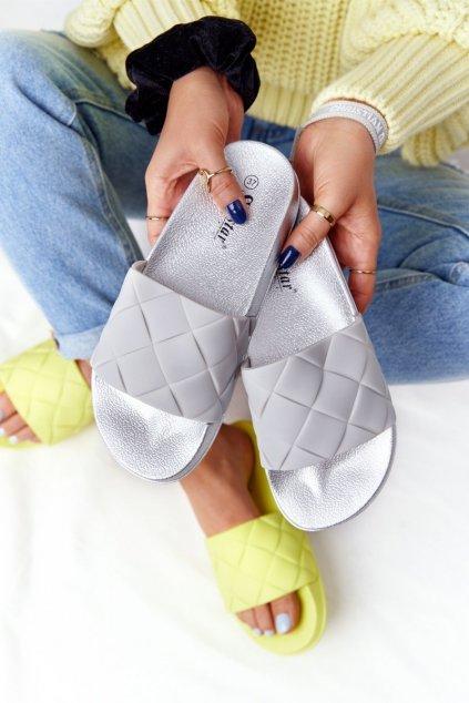 Dámske šľapky farba sivá kód obuvi CK175P SILVER