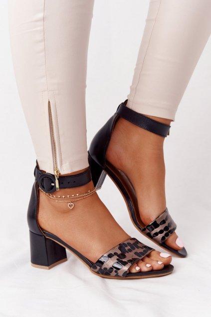 Dámske sandále na podpätku farba čierna kód obuvi 04141-56/00-5 CZARNY,ZŁOTY
