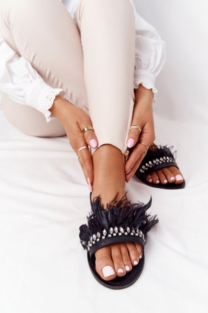 Dámske šľapky farba čierna kód obuvi HB-111 BLK