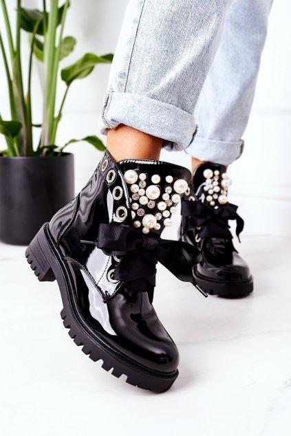 Členkové topánky na podpätku farba čierna kód obuvi NC1136 BLACK