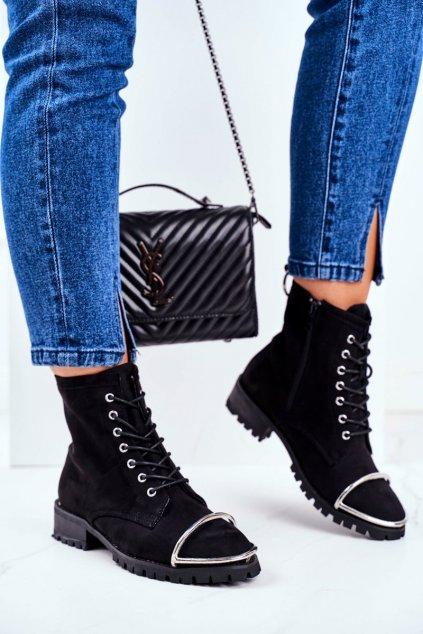 Členkové topánky na podpätku farba čierna kód obuvi XW37343 BLK SUEDE