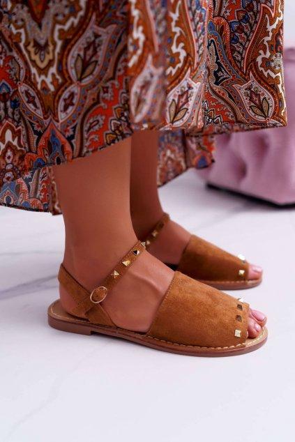 Dámske sandále s plochou podrážkou farba hnedá kód obuvi 108-B15 CAMEL