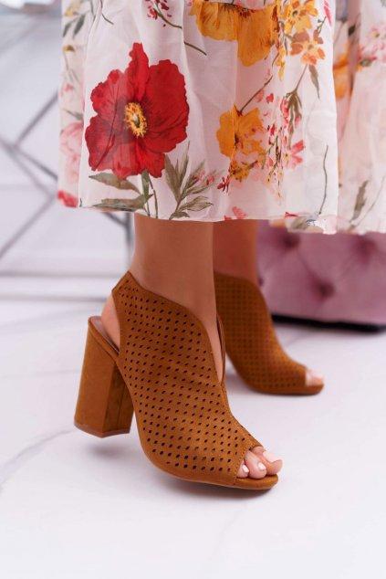 Dámske sandále na podpätku farba hnedá kód obuvi 3638-2 CAMEL