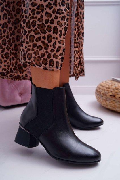 Členkové topánky na podpätku farba čierna kód obuvi 2034 BLACK