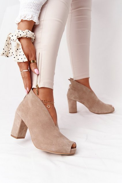 Členkové topánky na podpätku farba hnedá kód obuvi 1243 BEŻ.WELUR