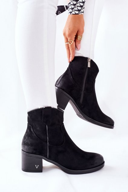 Členkové topánky na podpätku farba čierna kód obuvi 22-10629 BLK