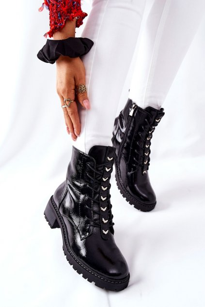 Členkové topánky na podpätku farba čierna kód obuvi 22-10662 BLK LAK