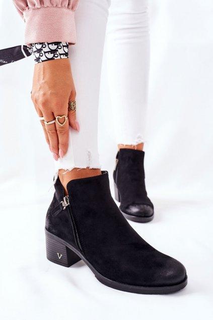 Členkové topánky na podpätku farba čierna kód obuvi 22-10631 BLK