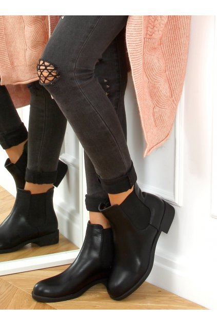 Dámske členkové topánky čierne na plochom podpätku 6217