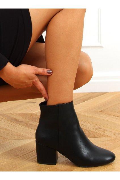 Dámske členkové topánky čierne na širokom podpätku 9K6049-1PU