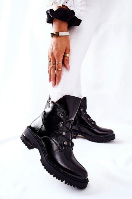 Členkové topánky na podpätku farba čierna kód obuvi TR744 BLK