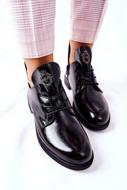 Dámske poltopánky farba čierna kód obuvi PB262 BLK LAK