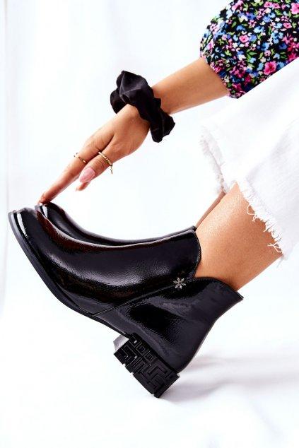 Členkové topánky na podpätku farba čierna kód obuvi BT540 BLK LAK