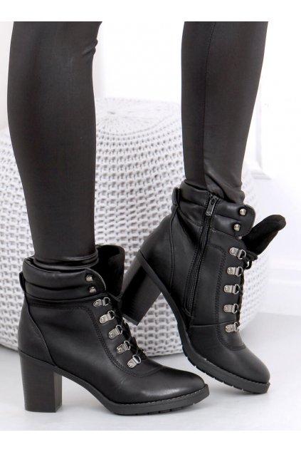 Dámske členkové topánky čierne na stĺpovom podpätku 2641