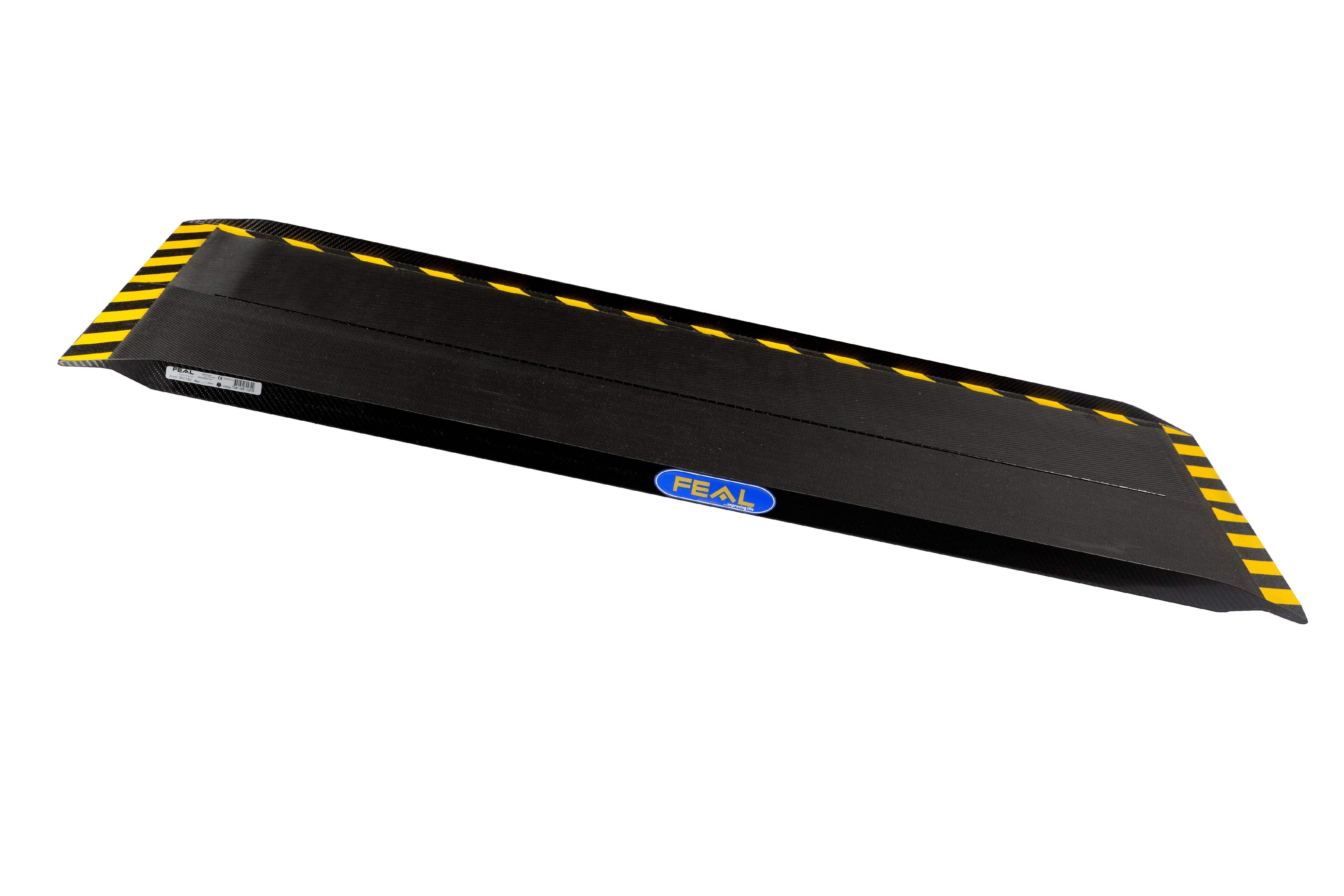 Přenosná karbonová nájezdová rampa široká, podélně sklopná o délkách 75, 120, 150 nebo 200cm Délky: