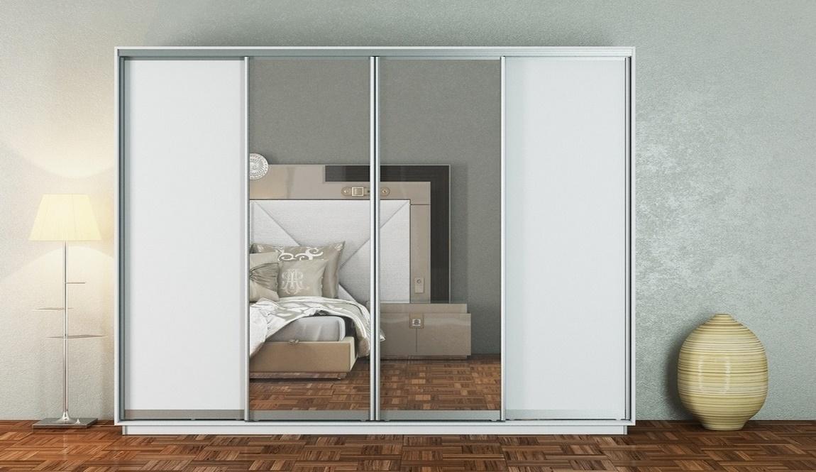 Šatní skříň 300 cm s posuvnými dveřmi se zrcadly v bílé matné barvě KN1108 Casarredo
