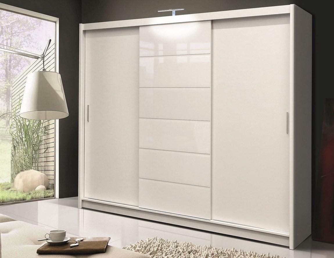 Šatní skříň 250 cm s posuvnými dveřmi v bílé barvě s bílým sklem KN158 Casarredo