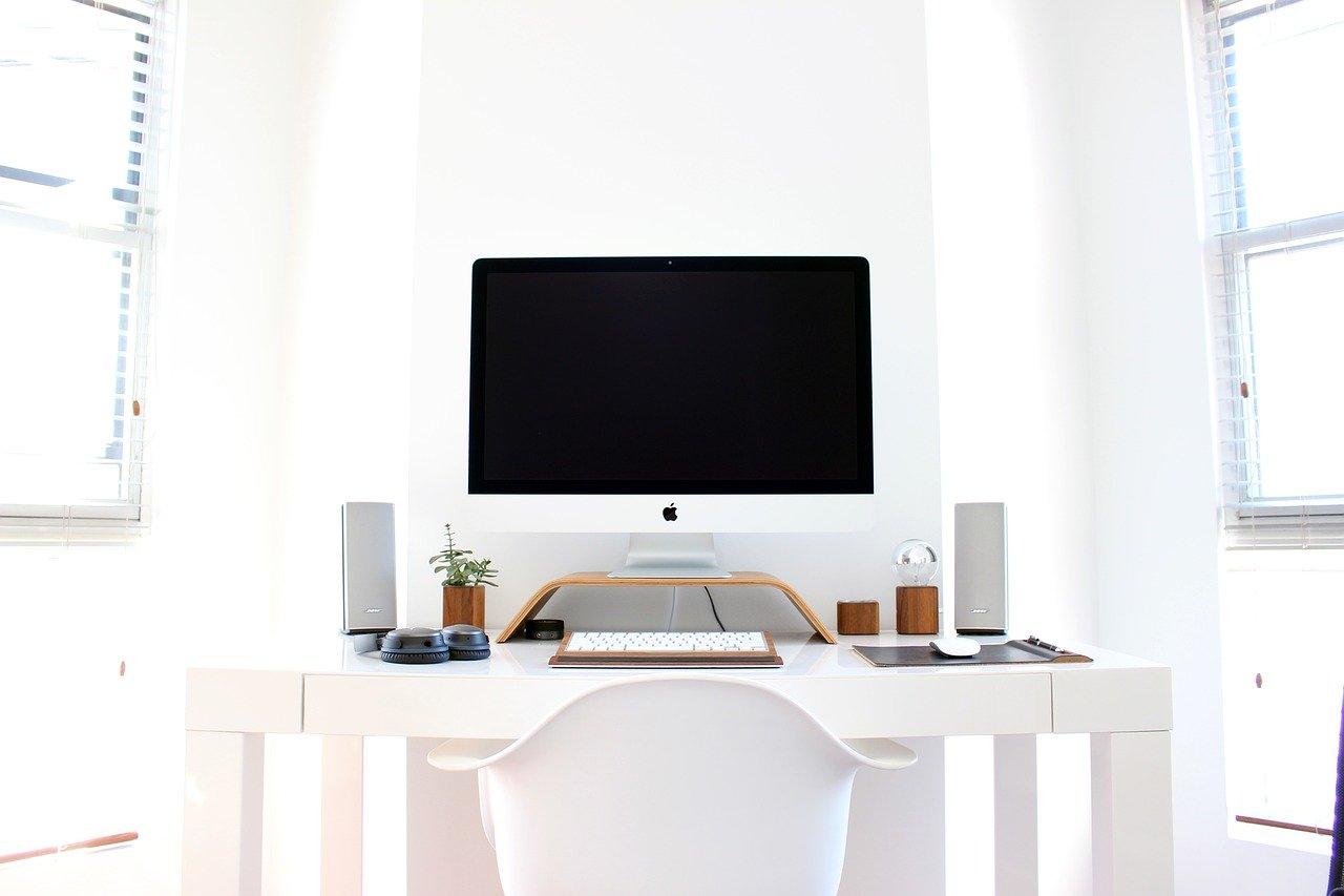 Jak by měl vypadat ideální počítačový stůl?