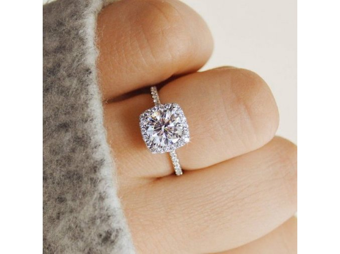 Zásnubní prstýnek s kamínkem