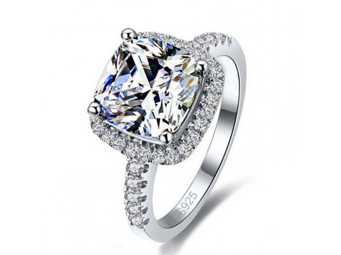 Luxusní zásnubní prsten se zirkony