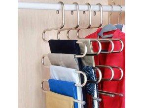 Multifunkční ramínko na oblečení