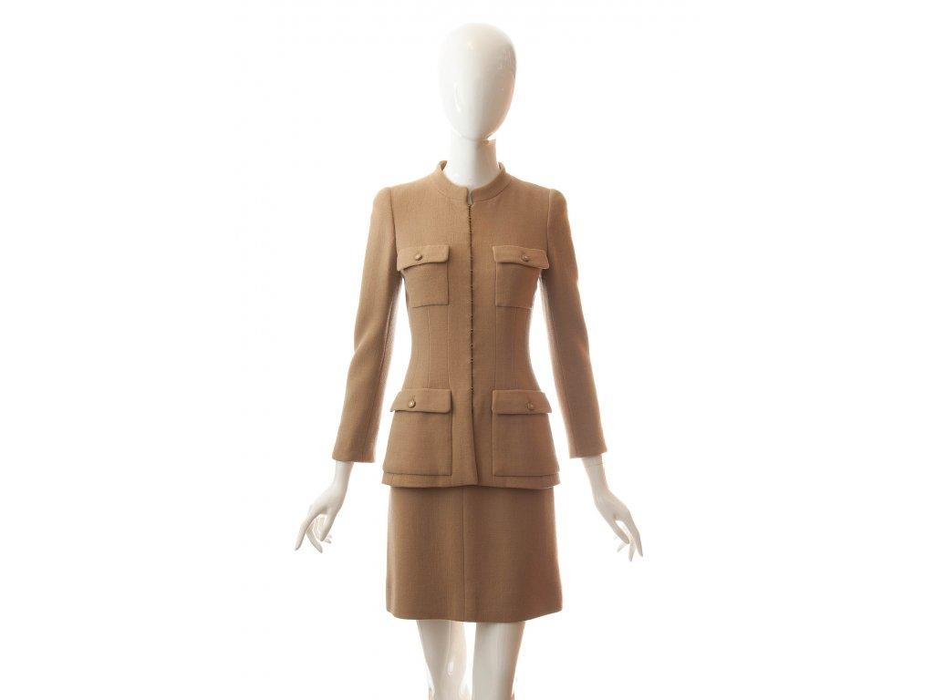 chanel vlneny luxusni kostym bezove barvy 1