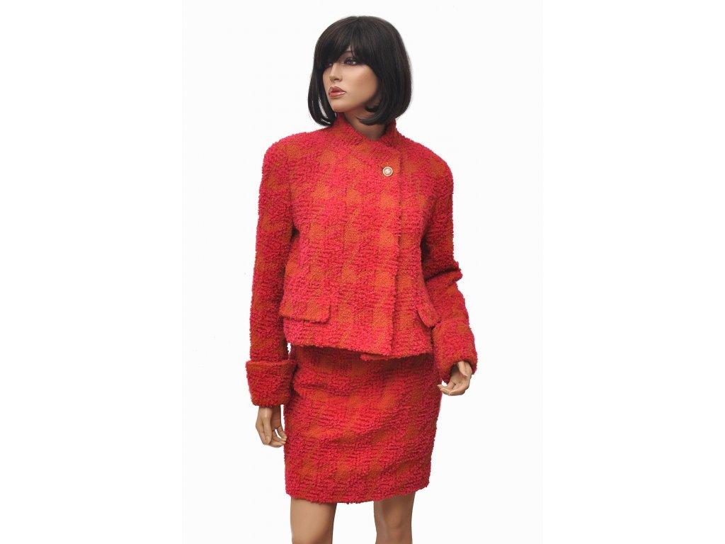 chanel cerveno oranzovy kostym 1
