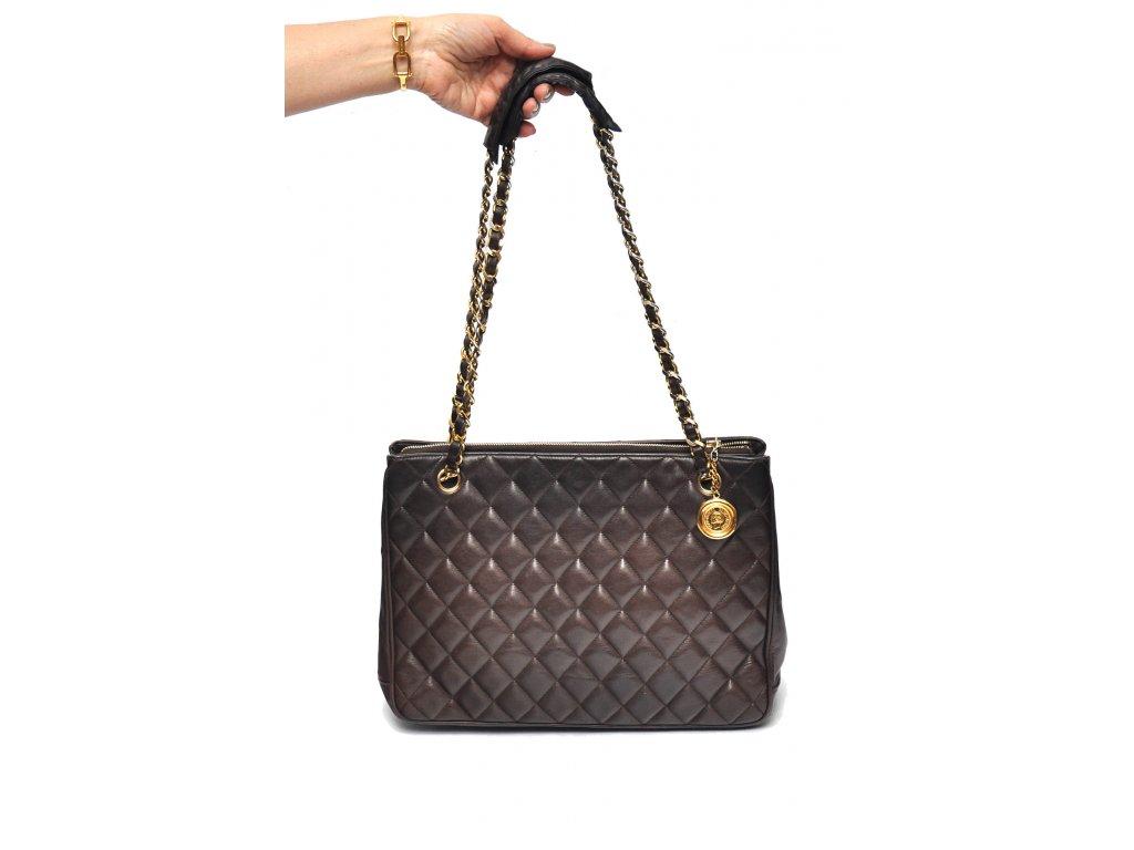 f491fc2e38 Velká hnědá kabelka vintage Chanel na řetízku - Nana Vogue