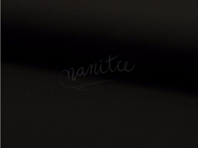 černá