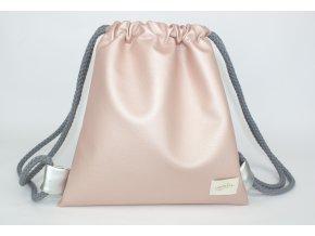 růžový batůžek