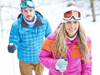 lyžařské kombinézy po impregnaci zadrží vlhkost z rozbředlého sněhu