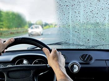 tekuté stěrače zaručí jasný výhled z auta i za velmi deštivého počasí