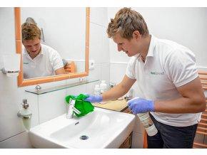 Služba aplikace nano ochrany do koupelny