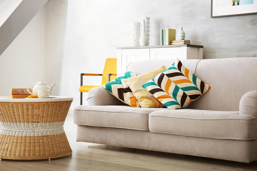 S nano impregnáciou sa čalúnený nábytok nemusí báť farebných škvŕn od kečupu ani čiernej kávy