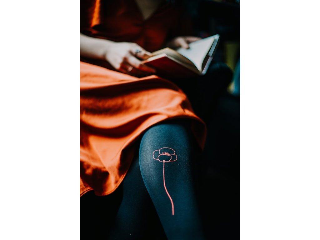 Černé těhotenské punčocháče s červeným vlčím mákem