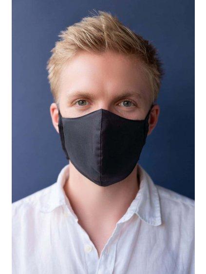 černá rouška maska s filtrem NANO MED.CLEAN na muži