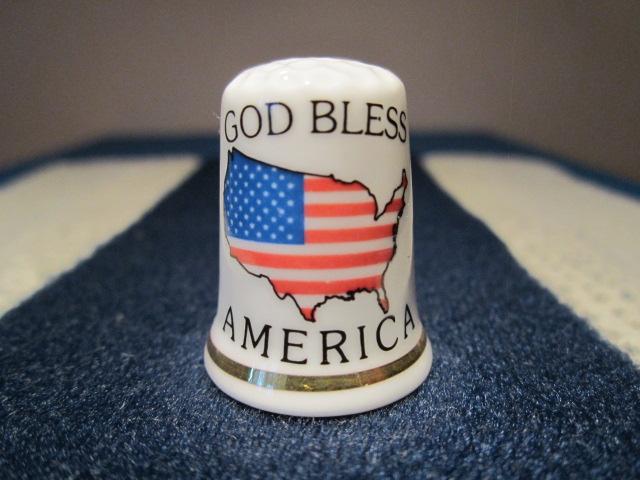 USA obrys mapy a vlajka - Bůh ochraňuj Ameriku