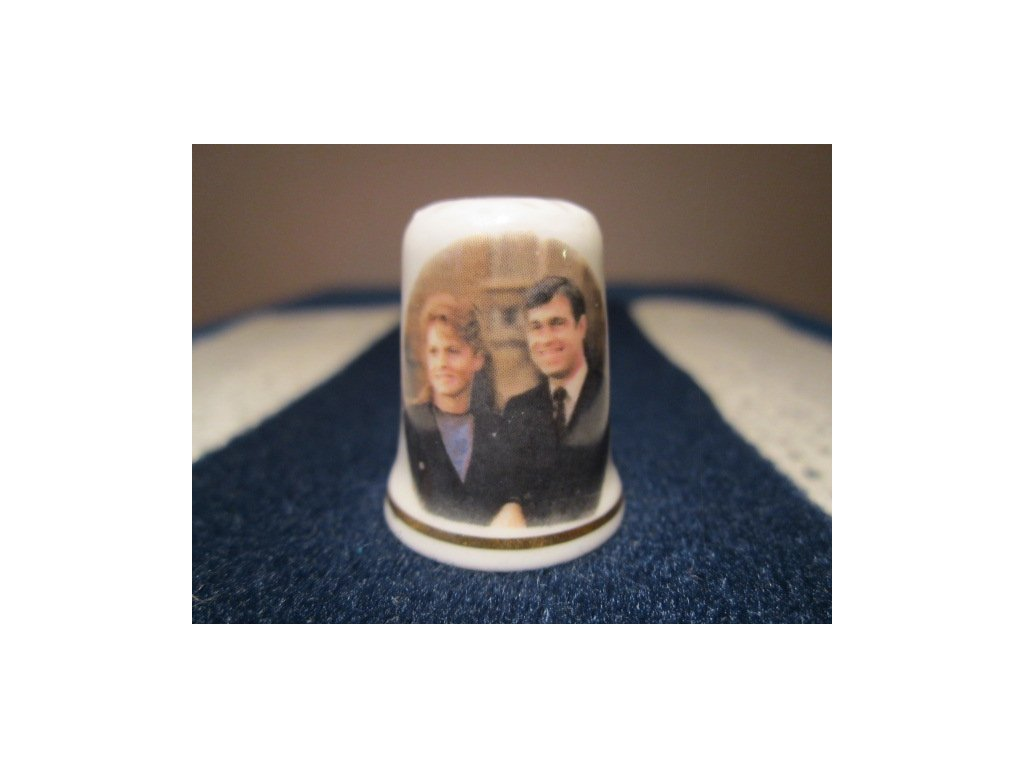 Sběratelský náprstek - Princ Andrew a Sarah Ferguson, zásnuby, St. George