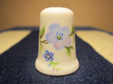 Sběratelský náprstek - Crown Staffs England - modré květy
