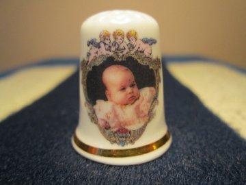 Sběratelský náprstek - Princ George 2013 - křtiny, oslava