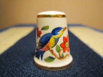 Sběratelský náprstek - TCC Aynsley England - Pembroke Bird 1984