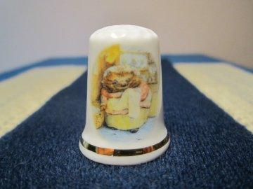 Sběratelský náprstek - Beatrix Potter - The Tale of Mrs. Tiggy-Winkle, kniha