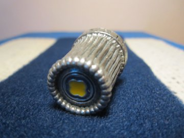 Sběratelský náprstek - Kostnice - Sedlec, kovový s modrožlutým vrškem