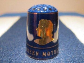 Sběratelský náprstek - Královna Alžběta - královna matka 90 let, kobaltový - Shirley Porcelain England